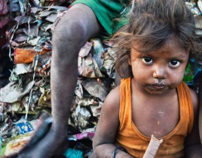 Frente a la pobreza